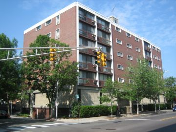 Contemporary one bedroom near Harvard Design School - avail. 9/1